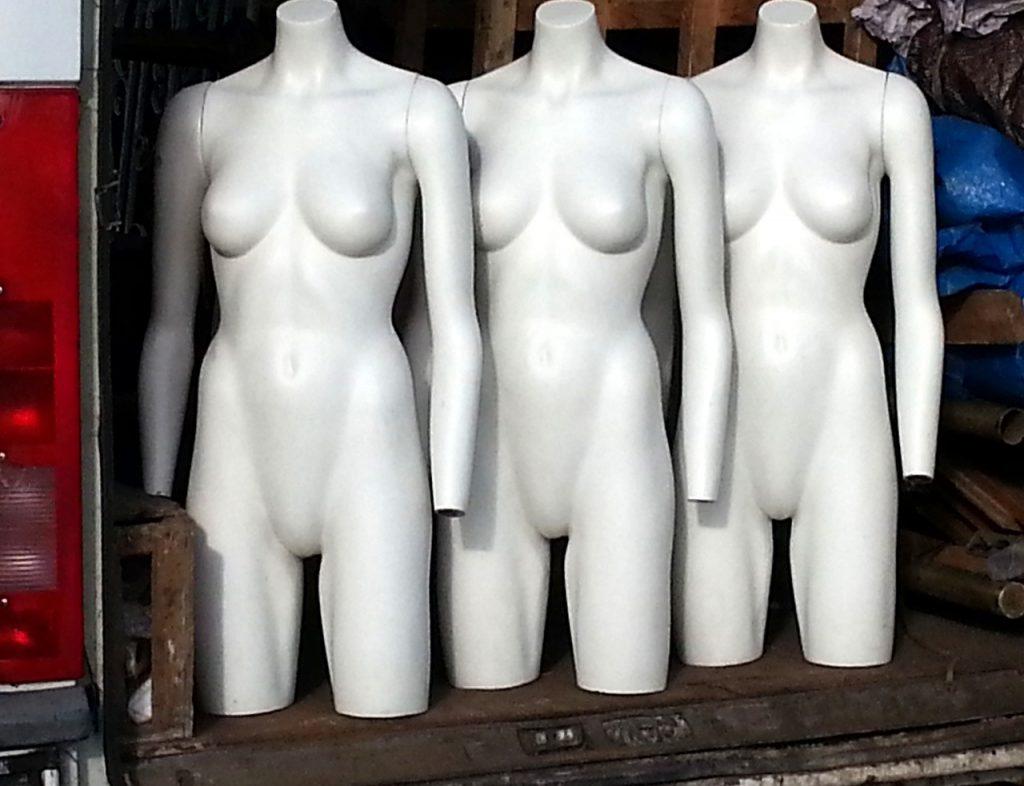 mannequins-1653602_1280